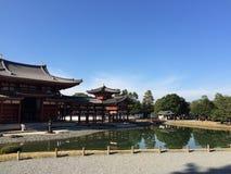 在池塘的京都寺庙 图库摄影