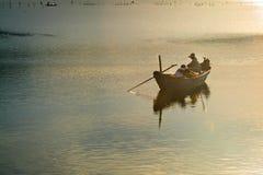在池塘的小船 图库摄影