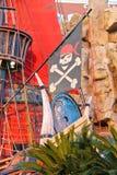 在池塘的海盗船在金银岛旅馆附近在拉斯维加斯 免版税库存图片