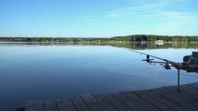 在池塘的渔平台 股票录像