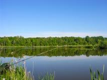 在池塘的饲养者渔 库存照片