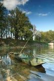 在池塘Rozmberk的渔船 免版税图库摄影