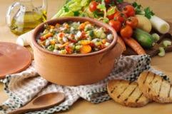在汤多士蔬菜上添面包 库存图片