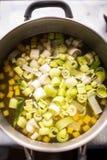 在汤的切好的韭葱 免版税库存图片