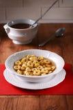 在汤的意大利式饺子 库存照片