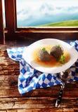 在汤的肝脏饺子 免版税库存图片