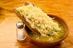 在汤的酥脆油煎的炸玉米饼 图库摄影