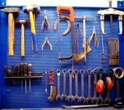 在汽车修理店的工具 图库摄影