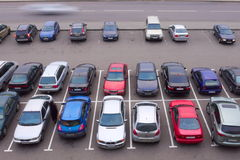 在汽车停车场视图之上 免版税库存照片