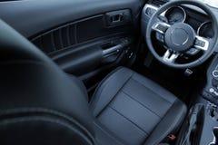 在汽车内部里面的皮革室内装饰品 库存图片