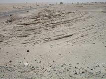 在汽车博物馆,阿布扎比附近的沙漠 免版税库存图片