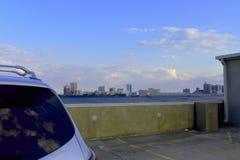 在汽车屋顶的大西洋城天空 库存照片