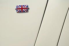 在汽车敞篷的小英国旗子 库存照片