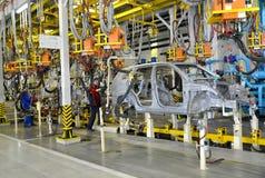 在汽车植物察觉汽车身体联络焊接  免版税库存照片