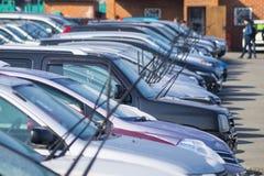 在汽车的刷子预期雨 免版税库存图片