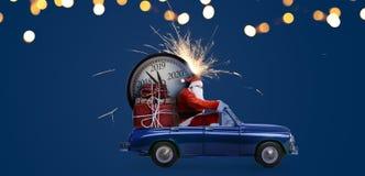 在汽车的圣诞老人项目读秒 免版税库存照片