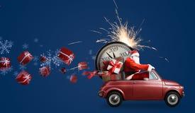 在汽车的圣诞老人项目读秒 免版税库存图片