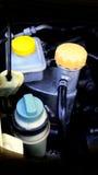 在汽车的塑料和铝坦克水油 免版税库存图片