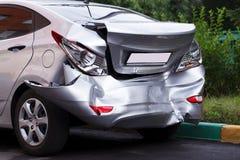 在汽车的大凹痕 免版税库存图片