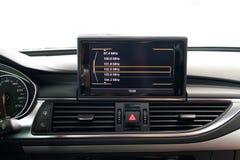 在汽车的娱乐系统 免版税库存照片