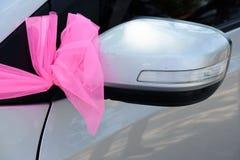 在汽车的婚礼装饰 免版税图库摄影
