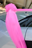 在汽车的婚礼装饰 免版税库存图片