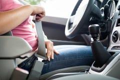 在汽车的安全带 库存图片