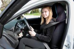 在汽车的少年司机 免版税库存照片