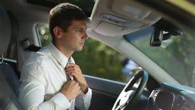 在汽车的成功的商人定象领带 股票视频