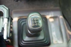 在汽车的手工传动箱 免版税库存照片