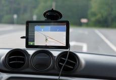 在汽车的挡风玻璃的导航系统 免版税库存图片