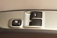 在汽车的控制开关。 库存照片