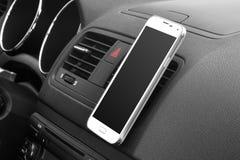 在汽车的智能手机 库存图片