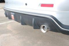 在汽车的现代排气管 免版税库存照片