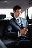 在汽车的生意人 免版税库存照片