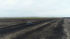 在汽车的直升机飞行在领域和在高速公路 影视素材