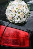 在汽车的花束 免版税库存图片