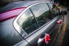 在汽车的花装饰 免版税库存图片