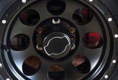 在汽车的车轮,特写镜头,低调 库存照片