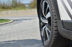 在汽车的轮胎 免版税图库摄影