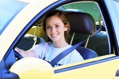在汽车的青少年的司机 免版税库存图片