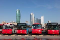 在汽车站的公共汽车在科威特 免版税库存照片