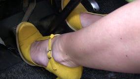 在汽车脚蹬的脚 股票录像