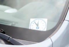 在汽车仪表板的停车处时钟 免版税图库摄影