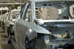 在汽车bodyshop的生产线 免版税图库摄影