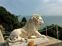 在沃龙佐夫宫殿附近的狮子在克里米亚 库存图片
