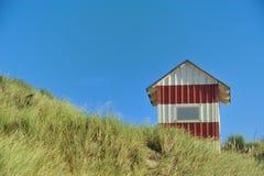 在沙丘的小屋 免版税库存照片