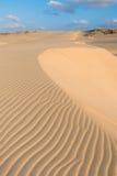 在沙丘的波浪在泰国党在Boavist使Praia de泰国党靠岸 免版税库存照片