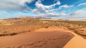 在沙丘的美丽的云彩在国家公园Altyn Emel 4K TimeLapse - 2016年9月,阿尔玛蒂和阿斯塔纳 影视素材