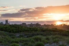在沙丘草的夏天日落在纽波特,罗德岛州 免版税库存照片